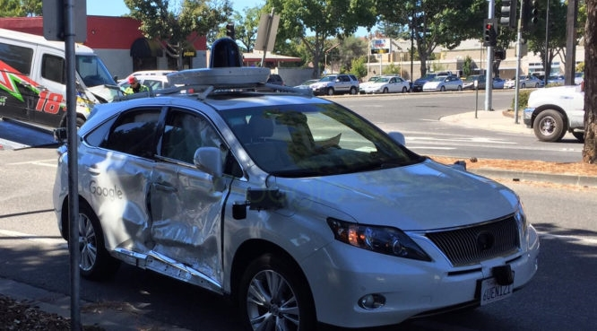 is-the-autonomous-car-at-fault-this-time-googles-self-driving-car-is-the-victim-in-a-serious-crash-810x370