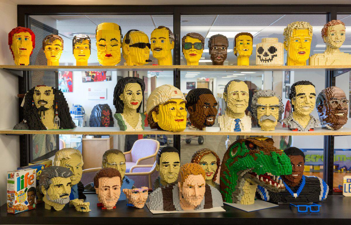 when-you-walk-in-theres-a-graveyard-of-abandoned-heads-from-previous-sculptures