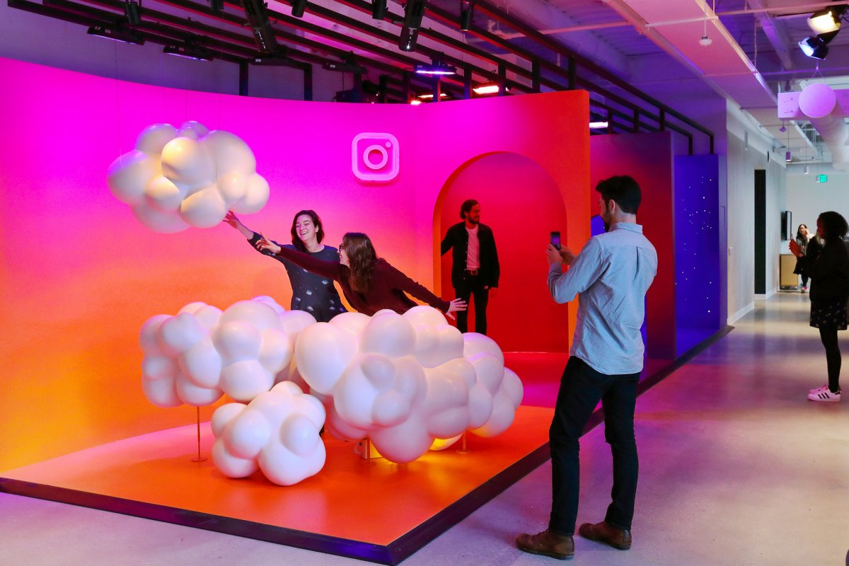 instagram-worked-with-a-hollywood-set-designer-to-make-a-colorful-creation-space-for-taking-photos