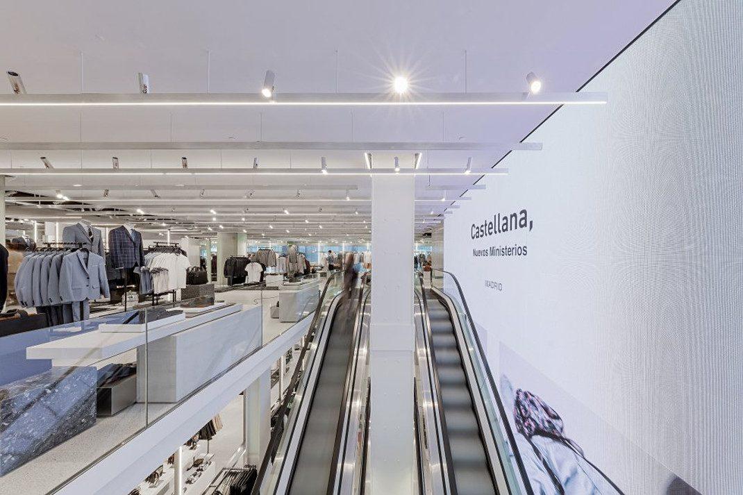 ebad5aa524e1 Το γνωστό brand εγκαινίασε χτες το μεγαλύτερο κατάστημα στον κόσμο